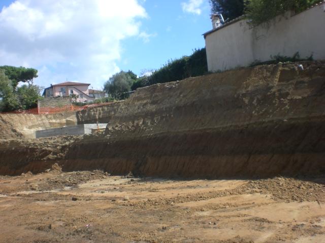 Realizzazione scavo per muro di sostegno